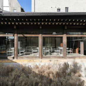 位于首尔市中心的韩屋餐厅,院里竟种满了茅草?