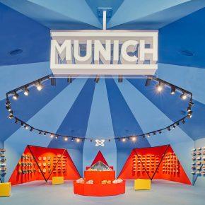 """他们在马德里造了个""""马戏团帐篷""""来卖鞋"""