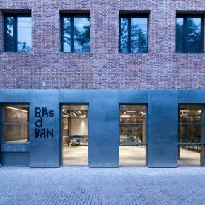 栋栖设计   Basdban一个集咖啡、烘焙、零售、活动功能的综合空间